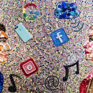 arte con material reciclado conectados