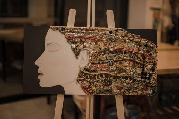 arte con material reciclado inspira rostro 2
