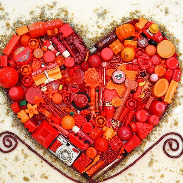 Arte con material recialdo corazón encendido