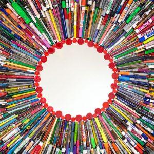 arte con material reciclado me veo te veo en todos lados 01